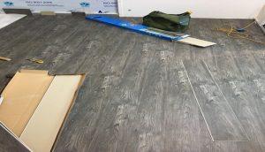 báo giá sàn nhựa hèm khóa spc, lắp đặt sàn nhựa giả gỗ,
