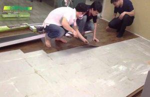 cách thi công lắp đặt sàn nhựa dán keo, thi công sàn giả gỗ giá rẻ,